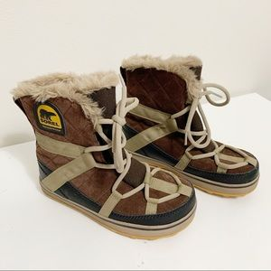 Sorel Glacy Explorer Shortie boots 7  #NL2079-256
